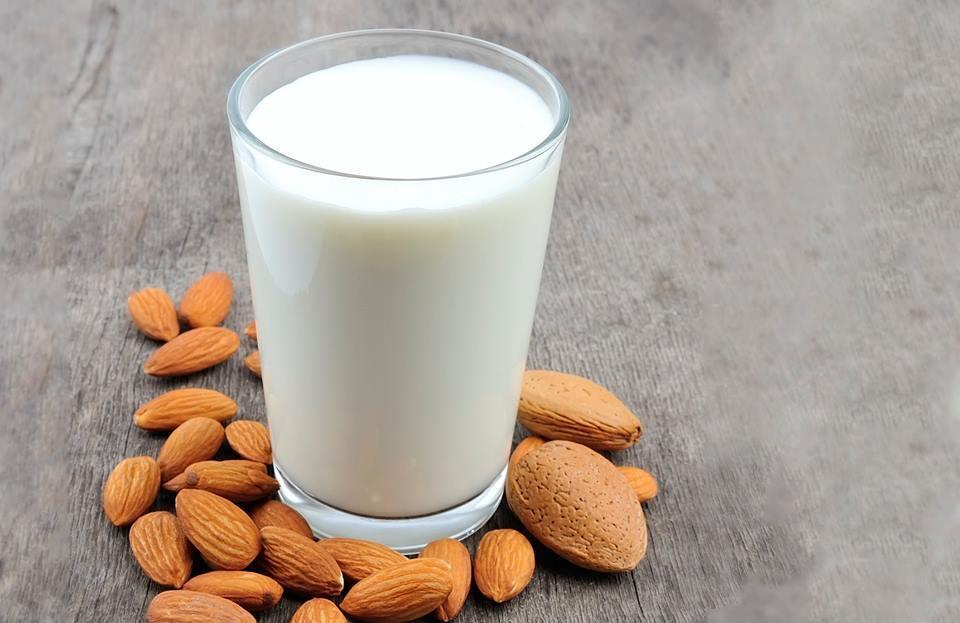 Чем заменить коровье молоко?