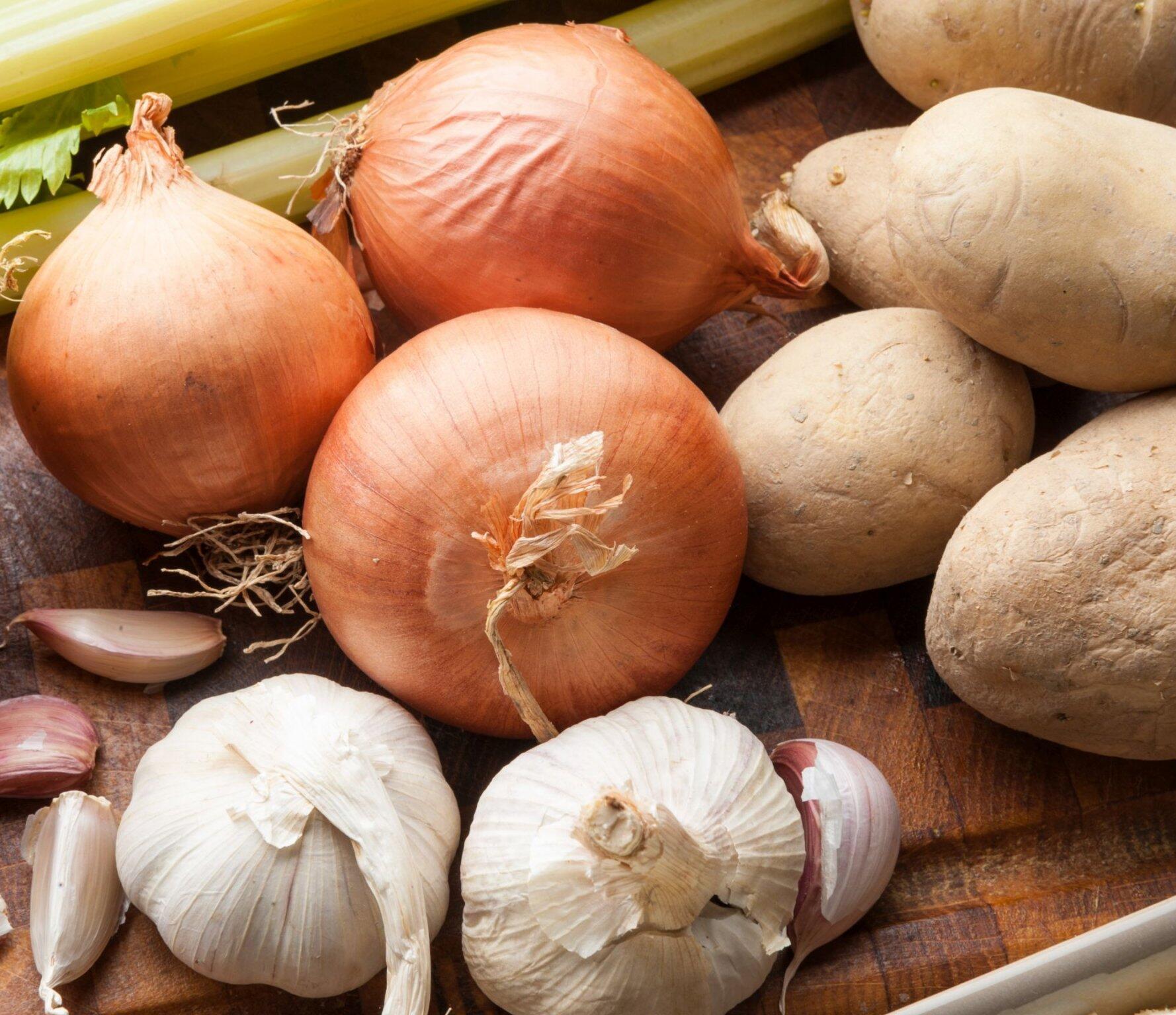 лук, чеснок и картофель